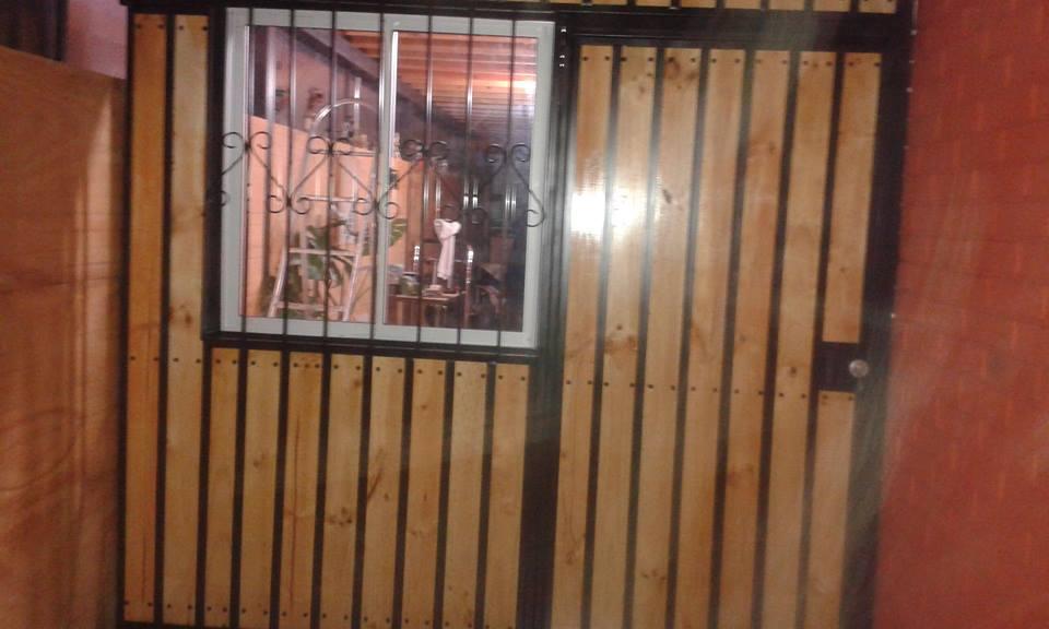 Division fierro con madera rejas y cobertizos for Cobertizos de madera precios